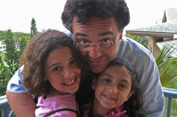 Rodgrigo Garcia with his daughters, Isabel and Ines.