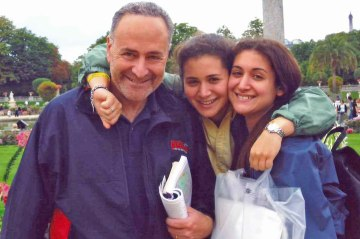 Chuck Schumer with his daughters, Jessica and Alison.
