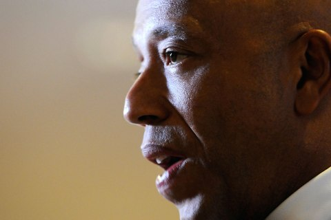 Entrepreneur Russell Simmons talks to reporters as he arrives for the annual White House Correspondents' Association dinner in Washington April 30, 2011.